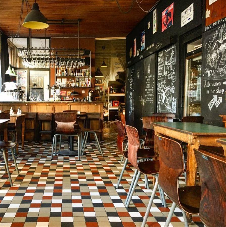 Glou Glou wine bar (Amsterdam)
